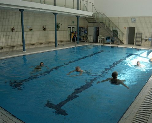 Schwimmbecken Hallenbad